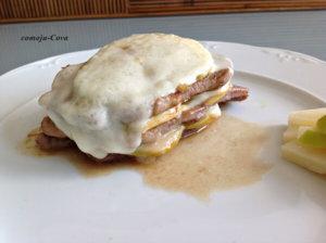 Milhoja de filete de cordero con manzana y queso