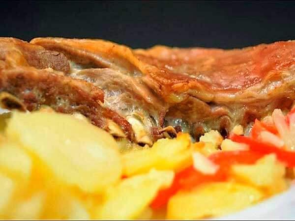 churrasco-de-lechal-con-patatas-panadera