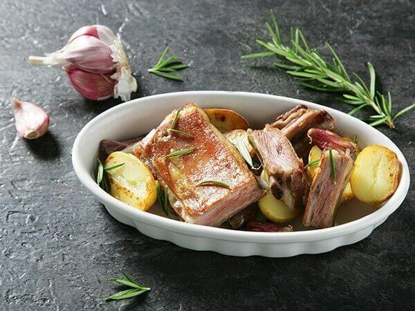 Receta de churrasco asado con patatas y romero